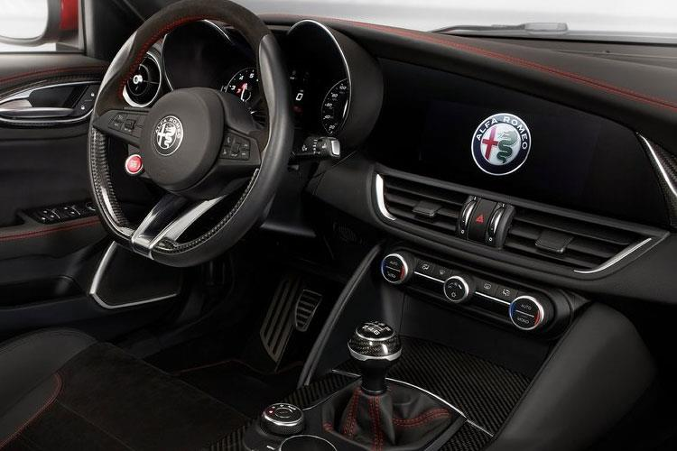 Alfa Romeo Giulia Saloon 2.0 T 200PS Nero Edizione 4Dr Auto [Start Stop] inside view